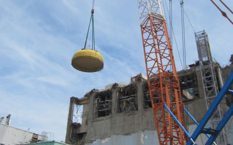 Fukushima Daiichi 4 containment head removal, 10 August 2012 (Tepco) 460x286