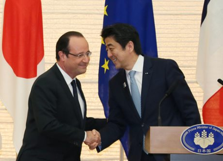 Abe and Hollande press conference (Kantei)_460