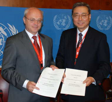 Sokolov and Ikeda: new cooperation agreement (Courtesy of ITER)