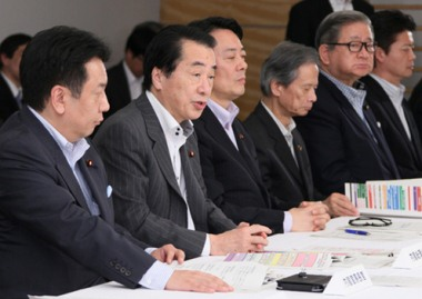 Naoto Kan at the emergency response room, 13 May 2011