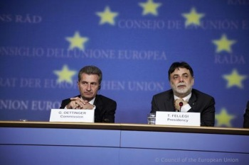 Gunther Oettinger and Tamas Fellegi (Image: Council of the European Union)