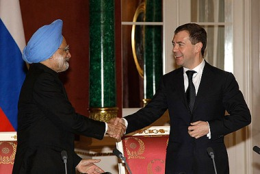 Singh and Medvedev (Presidential Press and Information Office)