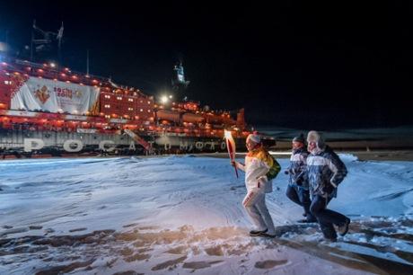 Sochi Olympic flame at North Pole (Rosatom)