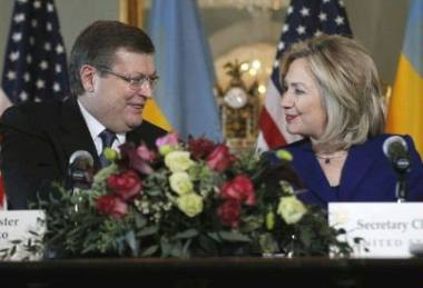 K Gryshcehnko and H Clinton (US State Dept)