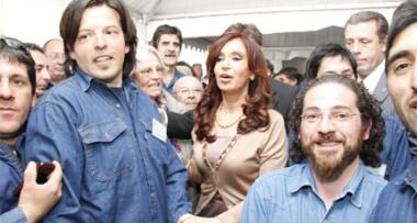 Cristina Fernandez and workers at Pilcaniyeu (CNEA)